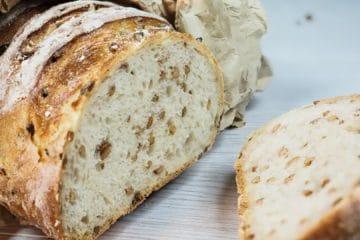 Gluteeniton Multiseed leipäseos